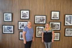 Maria Wilk e Helga Remlinger visitam exposição de fotos dos Pioneiros - 20/04/2018