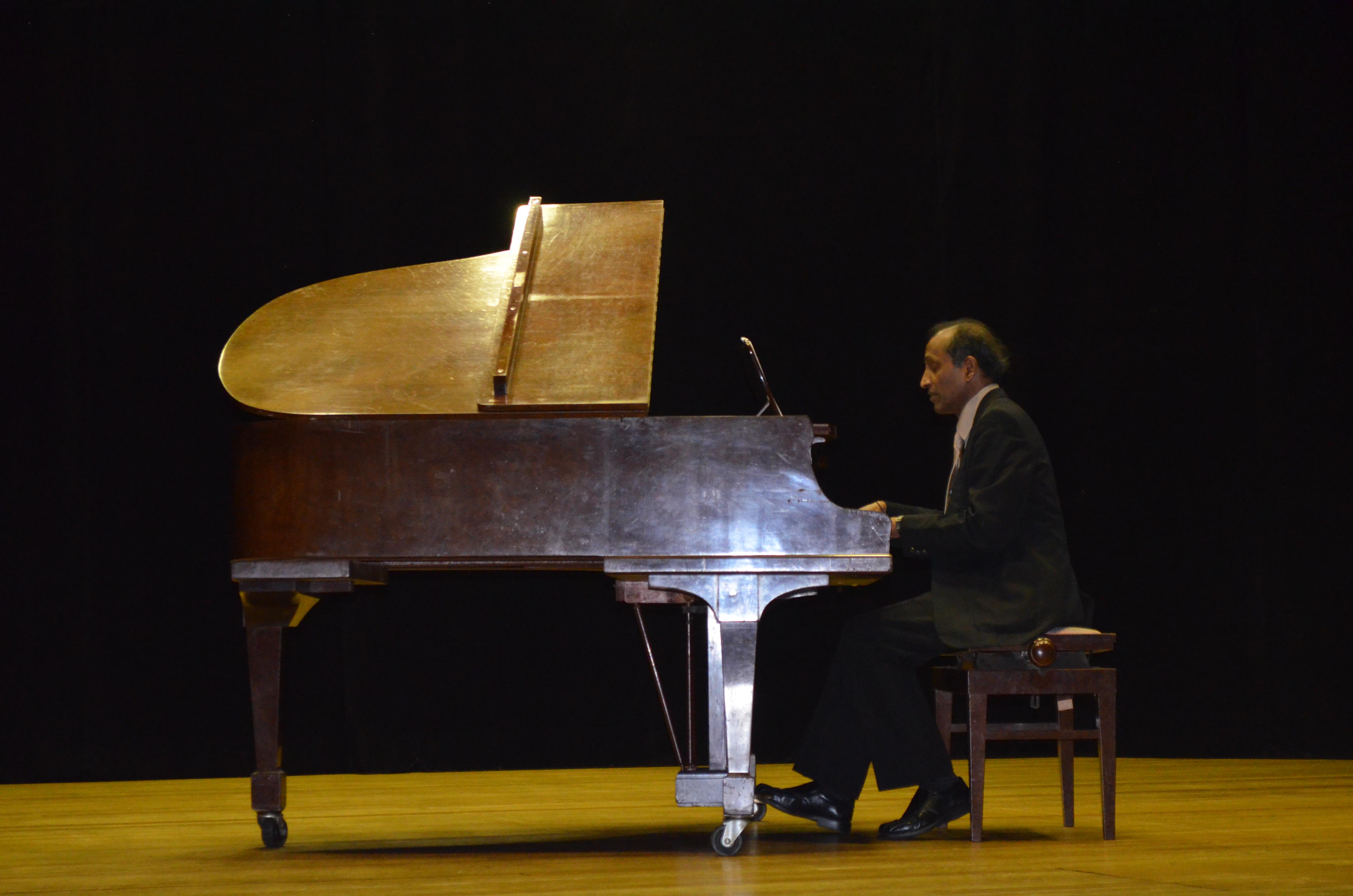 Concerto com o pianista Alexander Jacob - 05.02.2015Concerto com o pianista Alexander Jacob - 05.02.2015