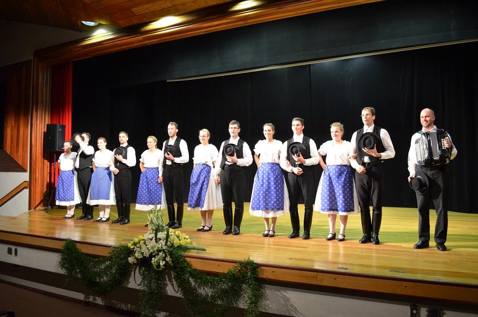 Grupo de danças folclóricas da Hungria/Szár - 10.04.2015Grupo de danças folclóricas da Hungria/Szár - 10.04.2015