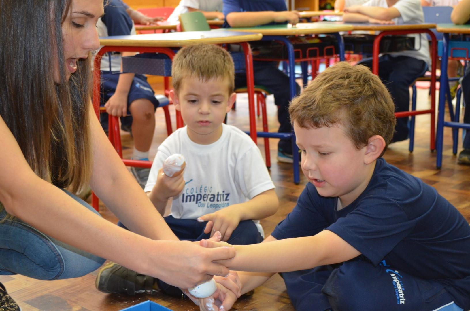 Crianças da Ed. Infantil do Colégio Imperatriz decoram ovos de Páscoa (G3A, G4 e G5)- 07.03.2016Crianças da Ed. Infantil do Colégio Imperatriz decoram ovos de Páscoa (G3A, G4 e G5)- 07.03.2016