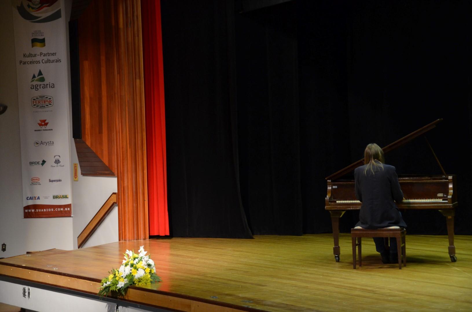 Recital de piano com Newton Schner Jr. - 19/08/2016Recital de piano com Newton Schner Jr. - 19/08/2016