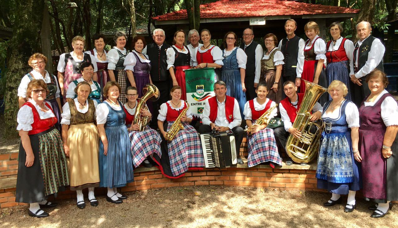 Grupo Folclórico Sênior - Encontro Interestadual de danças de Pato Bragado - 21/04/2017Grupo Folclórico Sênior - Encontro Interestadual de danças de Pato Bragado - 21/04/2017