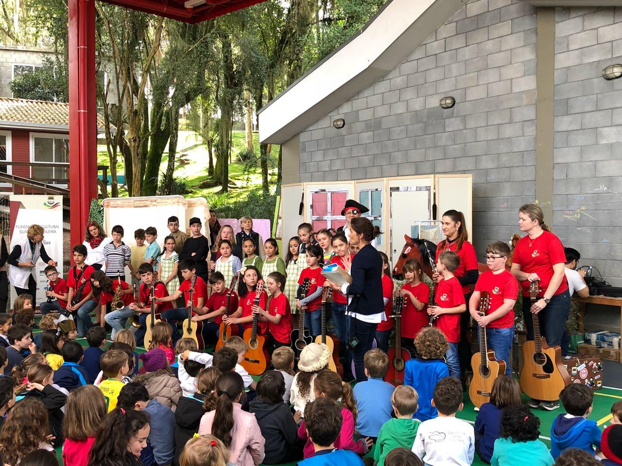 Integrantes da Fundação apresentam a peça Pippi Meialonga na Deutsche Schule Curitiba - 28/06/2018Integrantes da Fundação apresentam a peça Pippi Meialonga na Deutsche Schule Curitiba - 28/06/2018