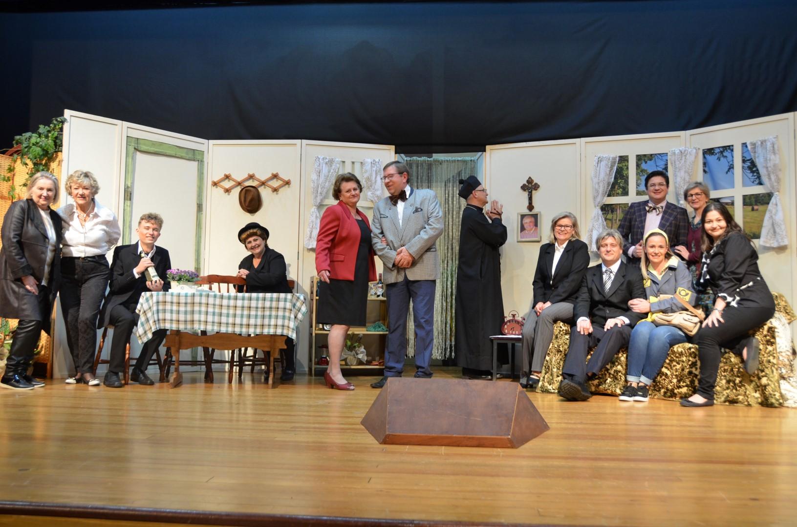 """Theatergruppe Thomas Schwarz - """"Liebe vergeht, Hektar besteht"""""""