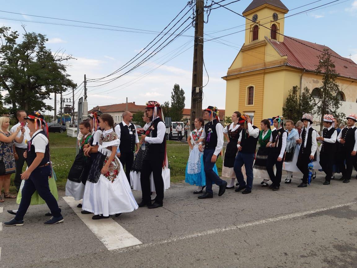 Trajes folclóricos dos suábios, húngaros e romenosTrajes folclóricos dos suábios, húngaros e romenos
