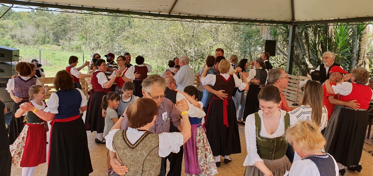 Grupo Folclórico Sênior e Grupo de Violões  na IV Volksfest em Witmarsum - 15/09/2019Grupo Folclórico Sênior e Grupo de Violões  na IV Volksfest em Witmarsum - 15/09/2019