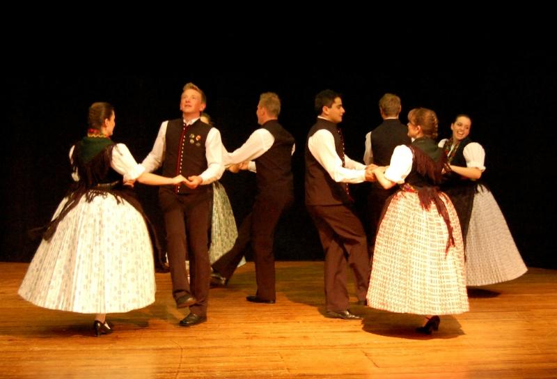 Grupo de Danças - Trajes típicosGrupo de Danças - Trajes típicos